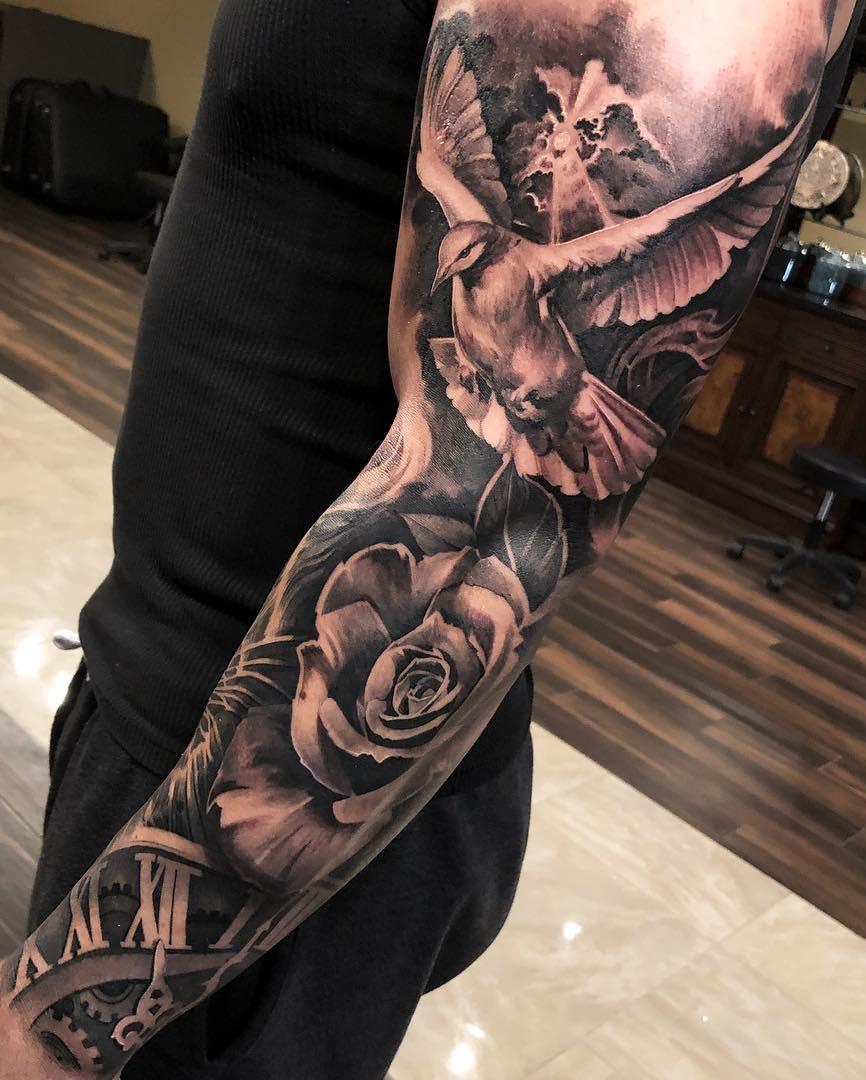 Braço-fechado-de-tatuagem-1