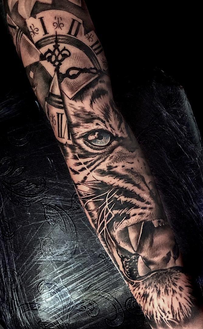 Tatuagem-de-braço-fechado-feminina-11