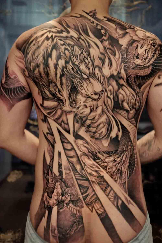 Tatuagens-masculina-nas-costas-14