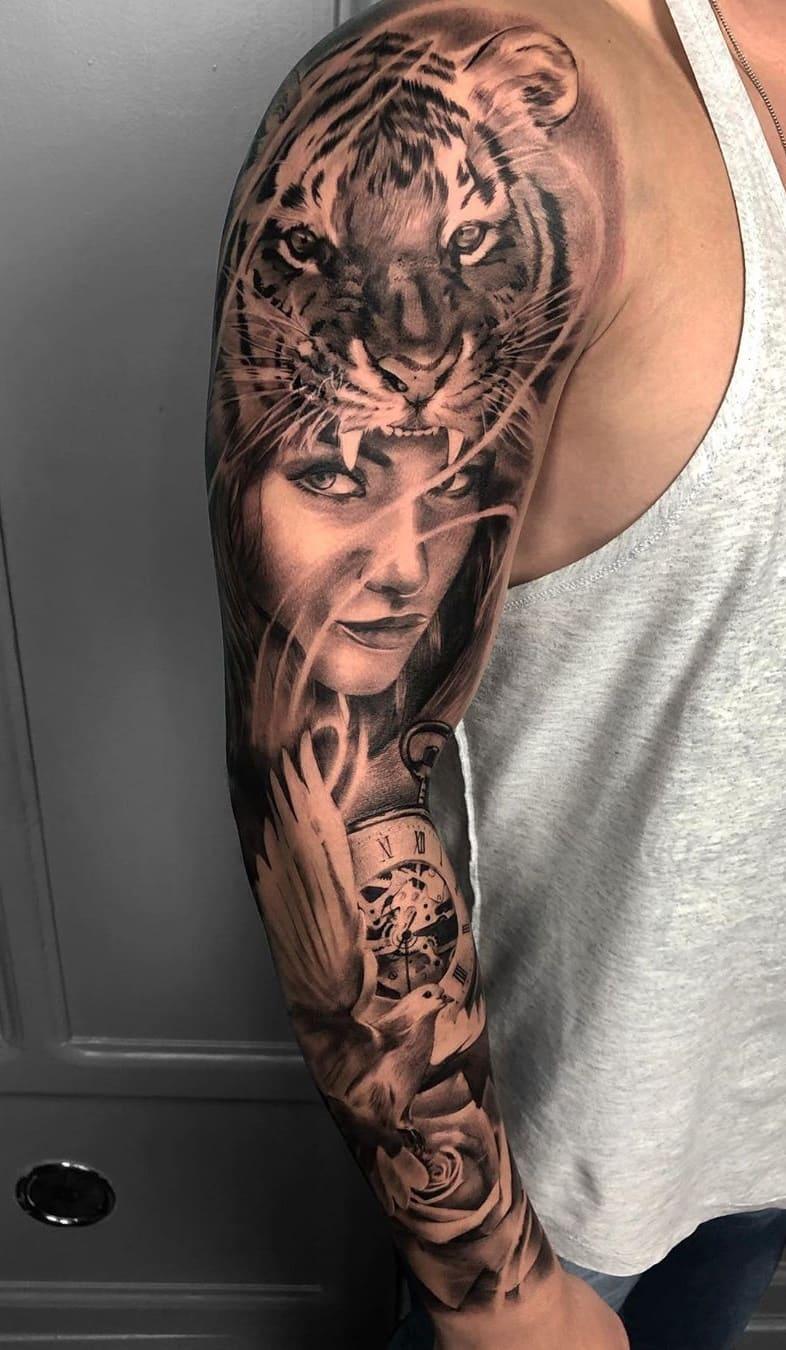 braço-fechado-de-tatuagem-com-mulher-e-tigre