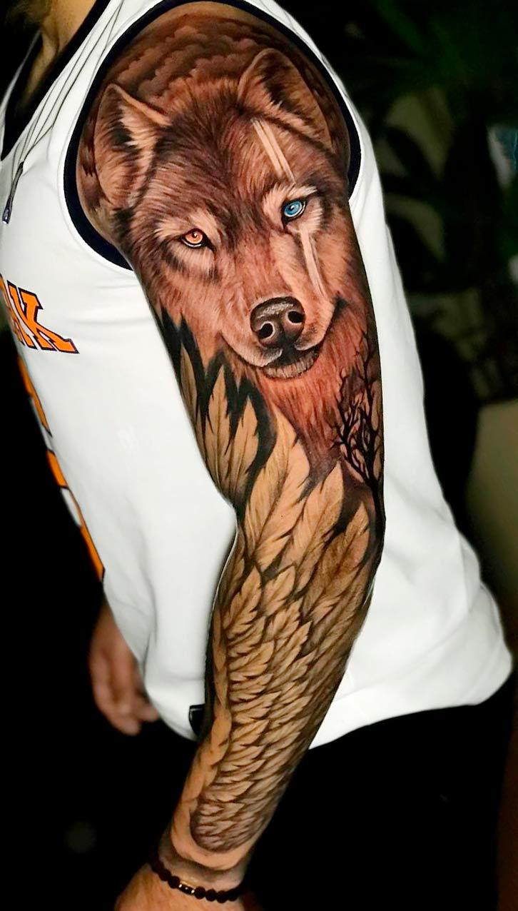 braco-fechado-de-tatuagem-com-asas-e-lobo