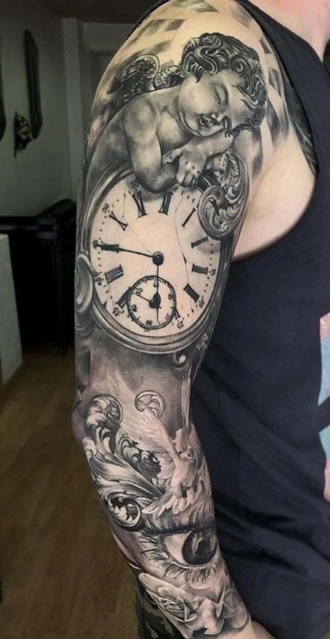 tatuagem-masculina-de-braço-fechado-1
