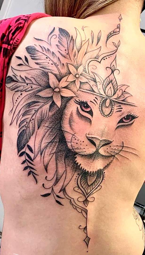 tatuagem-feminna-de-leao-nas-costas-2020