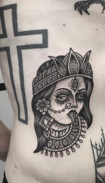 Tatuagem-masculina-na-costela-14