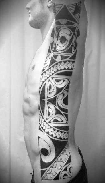 Tatuagem-masculina-na-costela-18
