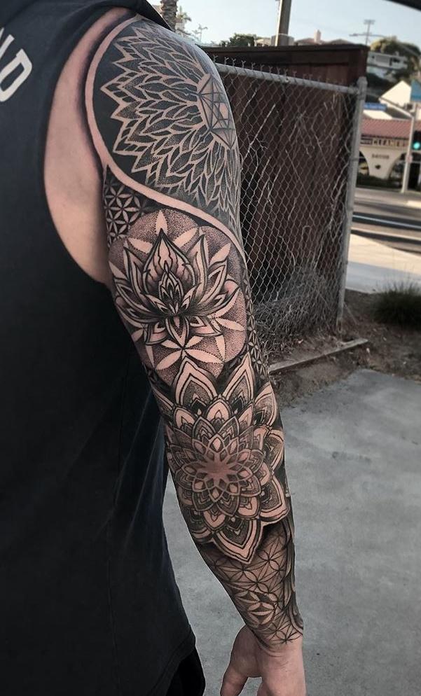 braço-fechado-de-tatuagem-masculina
