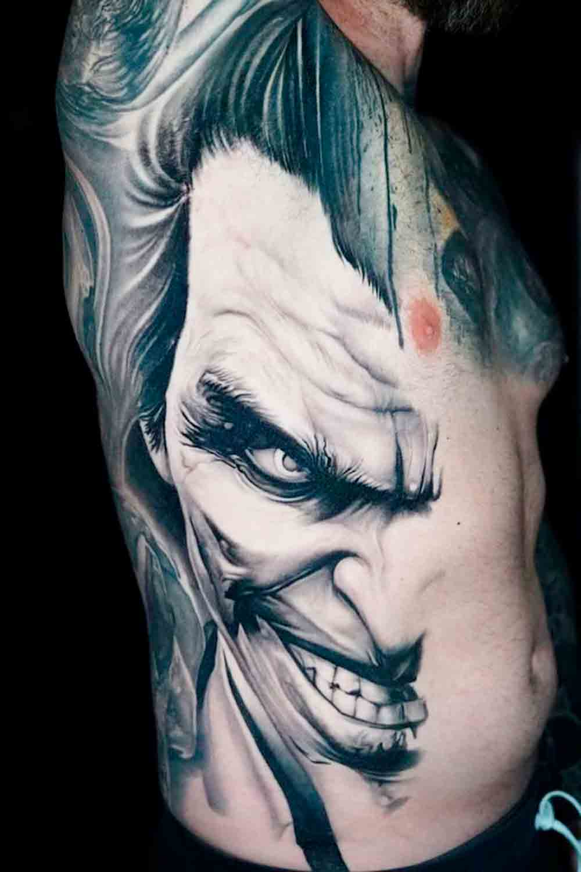 tatuagem-do-coringa-na-costela