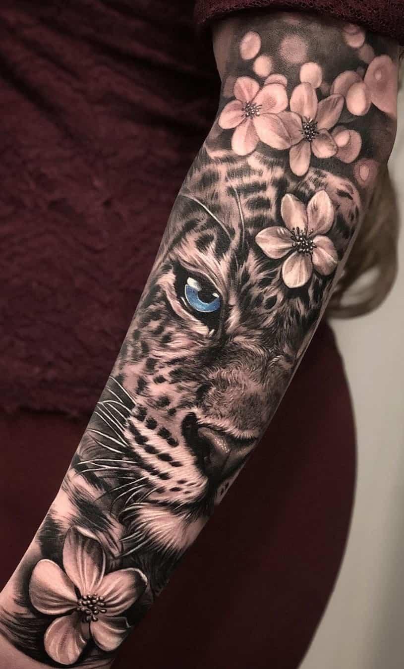 Tatuagem Feminina Grande no Braço