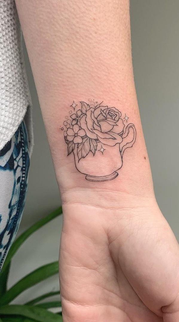 tatuagem-feminina-no-pulso-12