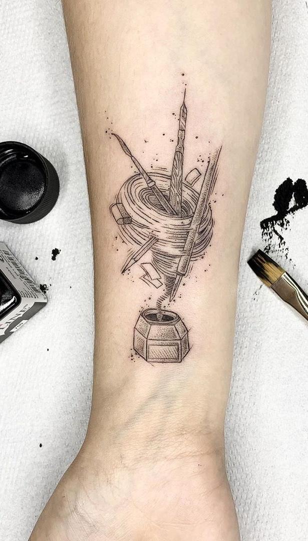 tatuagem-feminina-no-pulso-14