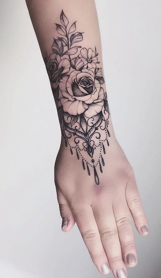 tatuagem-feminina-no-pulso-15