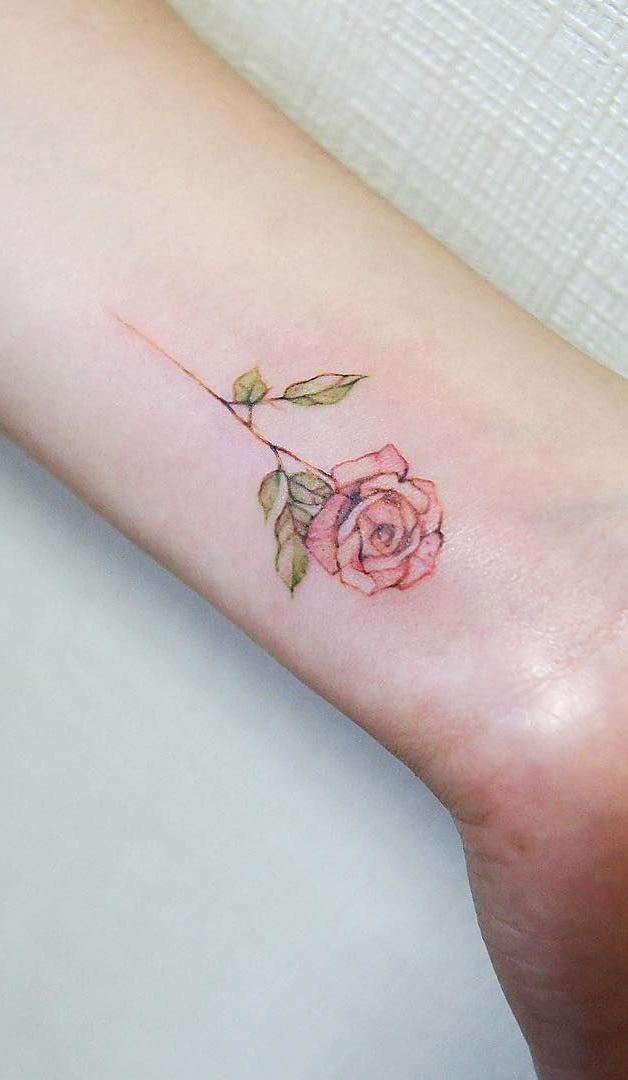 tatuagem-feminina-no-pulso-19