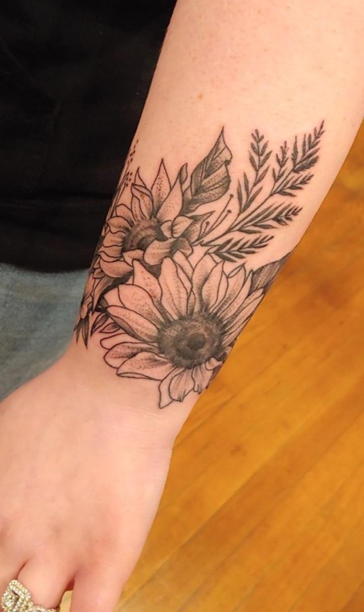 tatuagem-feminina-no-pulso-7