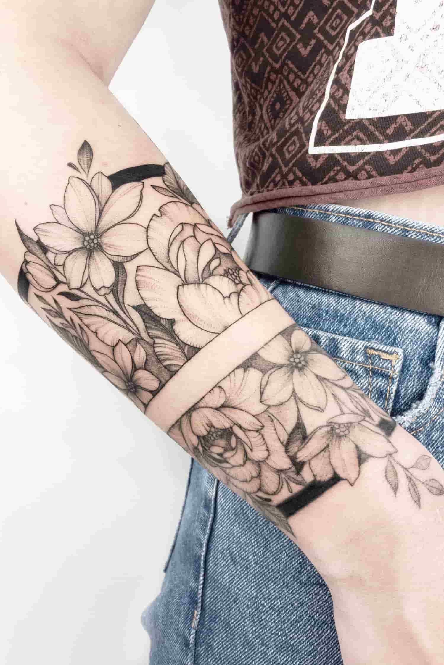 tatuagem-feminina-no-pulso-9
