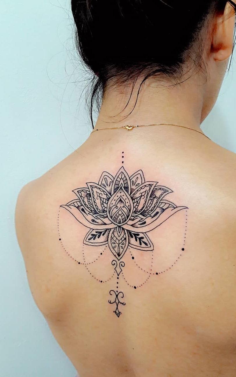 50 Ideias De Tatuagens Femininas Nas Costas Fotos E Tatuagens