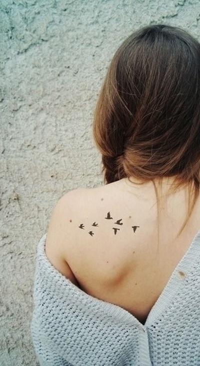 Tatuagens-femininas-no-ombro-13