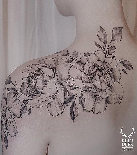 Tatuagens-femininas-no-ombro-17