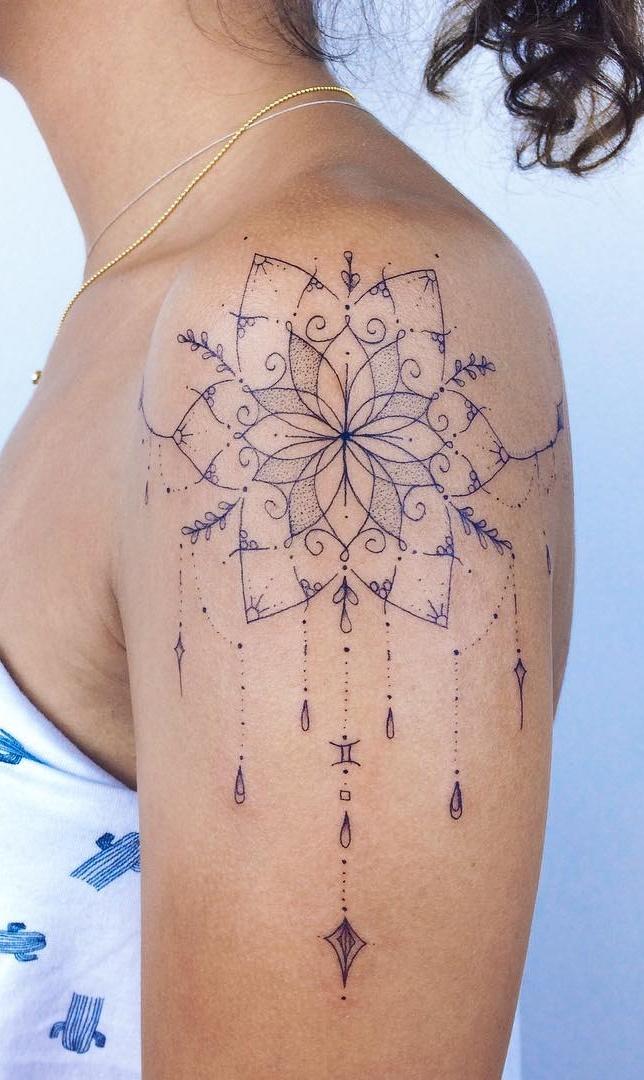 Tatuagens-femininas-no-ombro-20