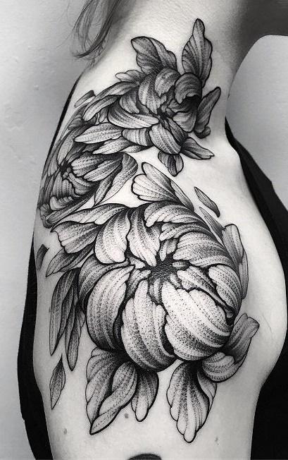 Tatuagens-femininas-no-ombro-7