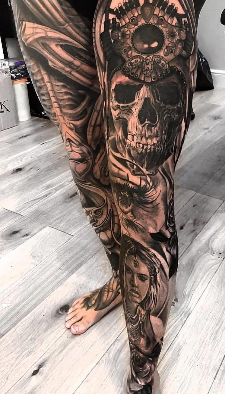 perna-masculina-fechada-de-tatuagem
