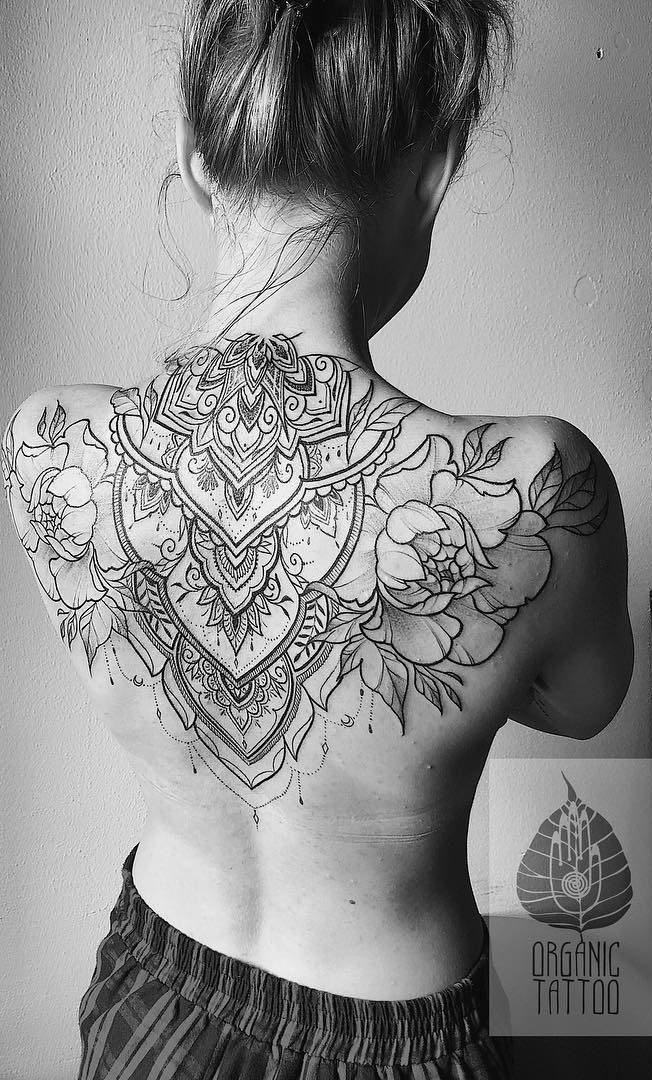 tatuagens-femininas-nas-costas-20