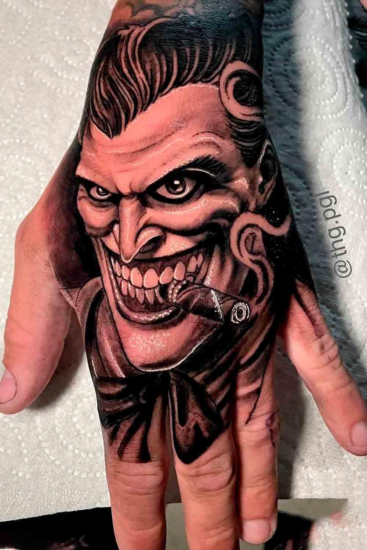 tatuagem-de-coringa-na-mao