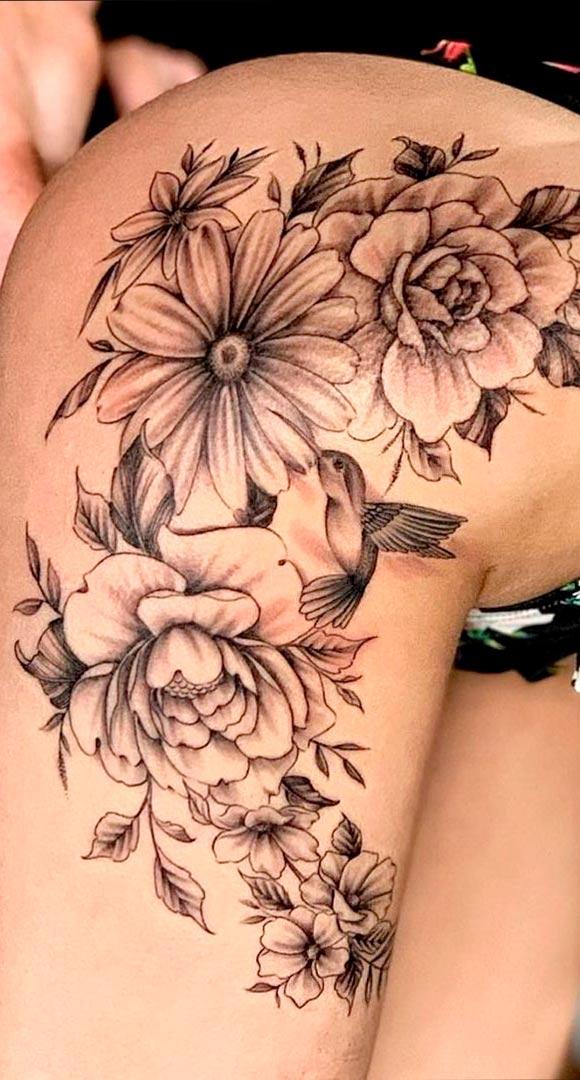 tatuagem-de-flores-no-quadril