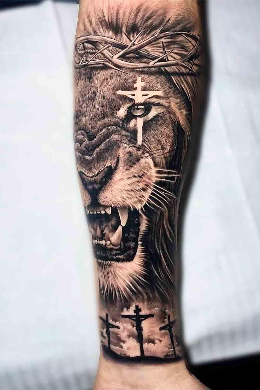 tatuagem-de-leao-com-cruz-no-olho