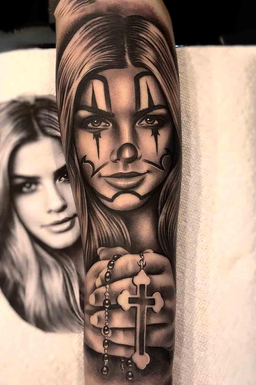 tatuagem-de-mulher-chicana-segurando-terso