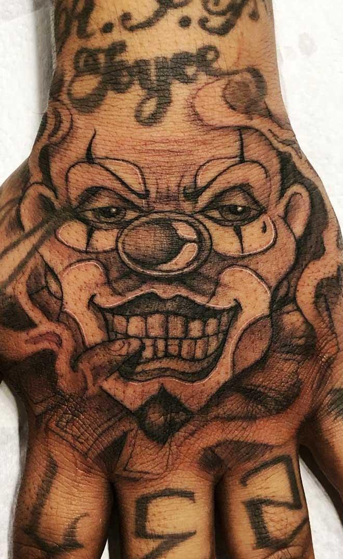tatuagem-de-palhaço-na-mão