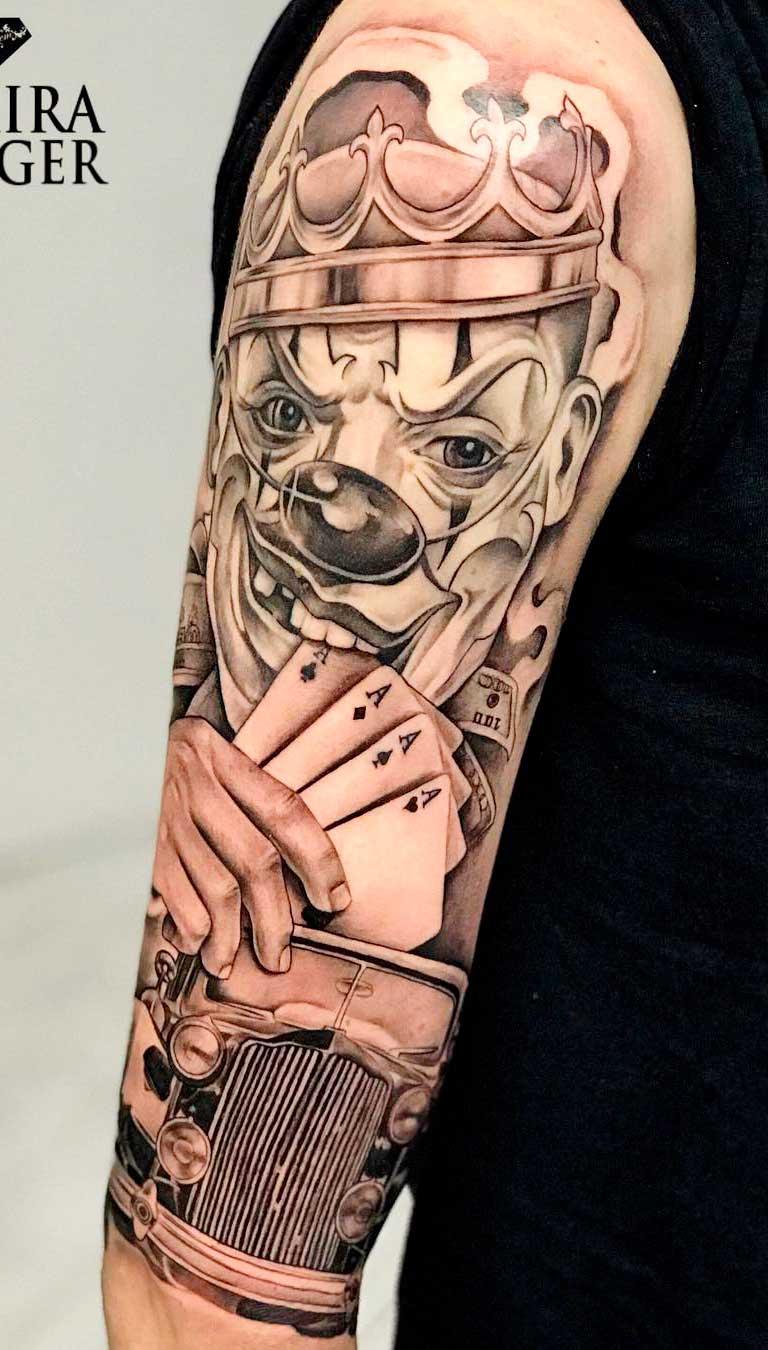 tatuagem-de-palhaco-segurando-cartas