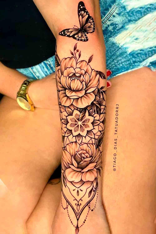 tatuagem-de-rosa-e-borboleta-no-antebraco-2