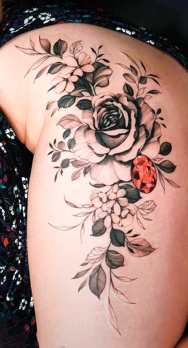 tatuagem-de-rosa-no-quadril