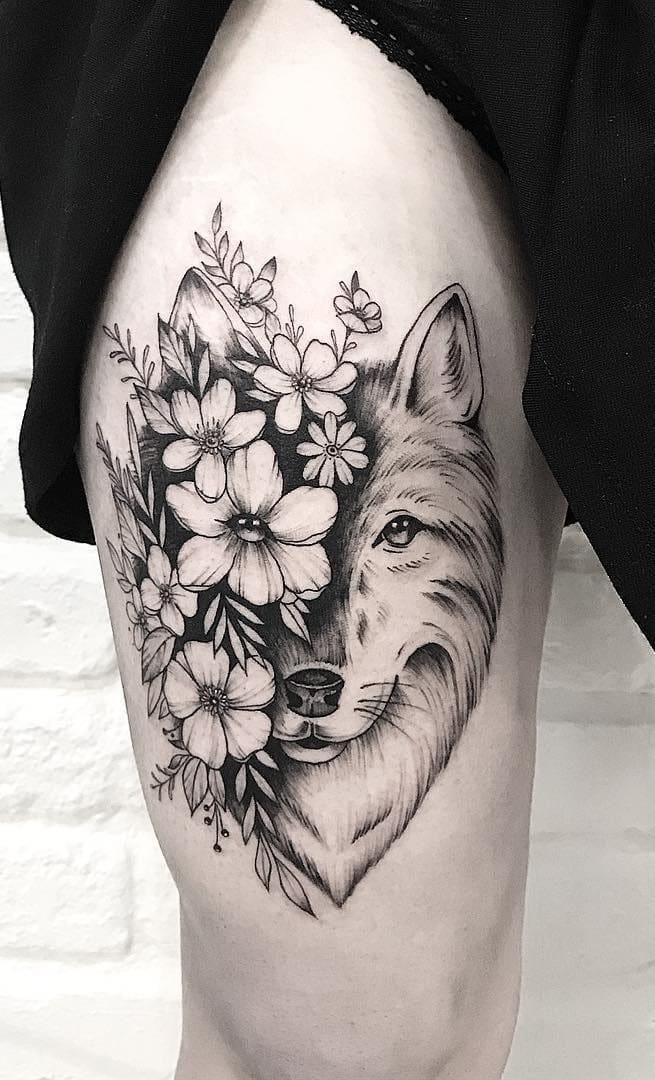 tatuagem-femina-de-lobo-e-flores-na-perna