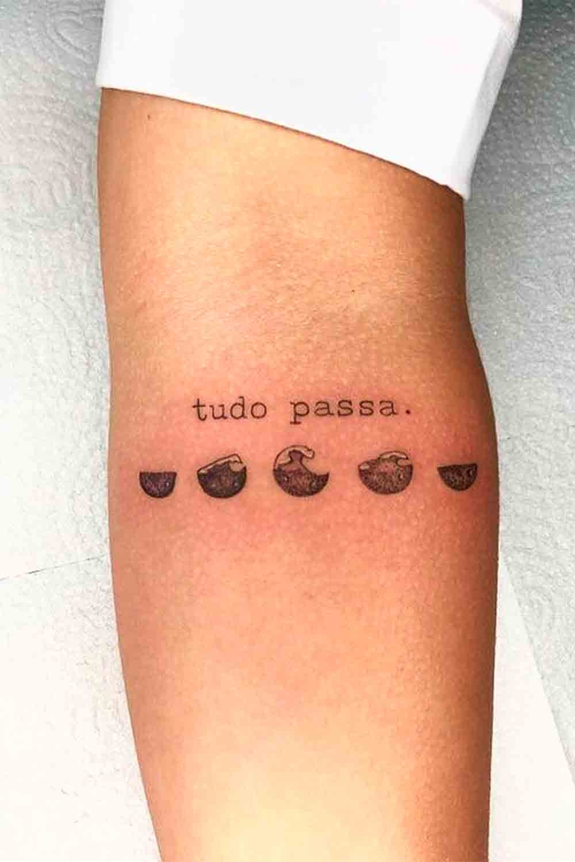tatuagem-feminina-escrito-tudo-passa