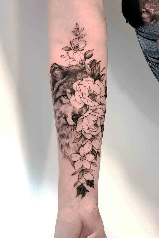 tatuagem-feminina-no-antebraco-de-lobo