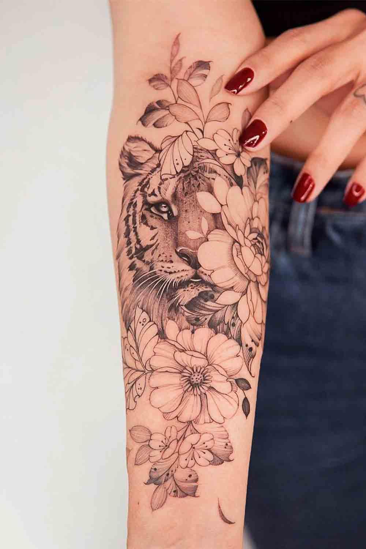 tatuagem-feminina-no-antebraco-de-tigre