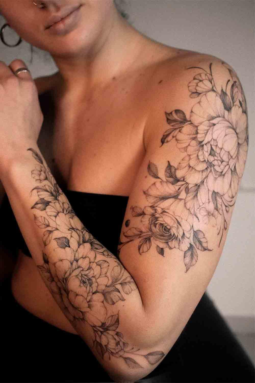 tatuagem-feminina-no-braco-de-flores
