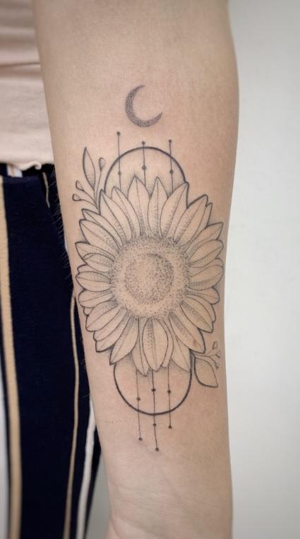 tatuagem-fine-line-de-girassol