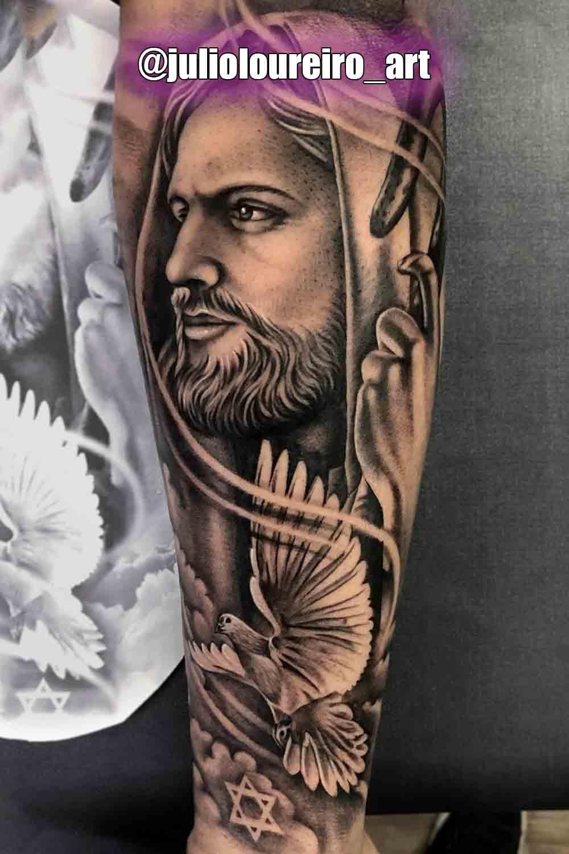 tatuagem-religiosa-de-jesus-e-pomba