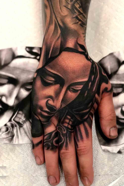 tatuagem-religiosa-na-mao