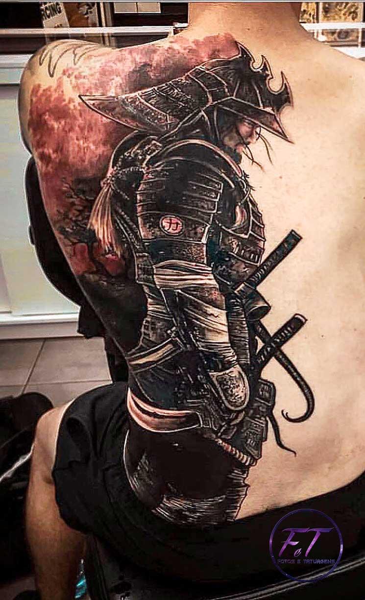 Tatuagem-de-gladiador-nas-costas