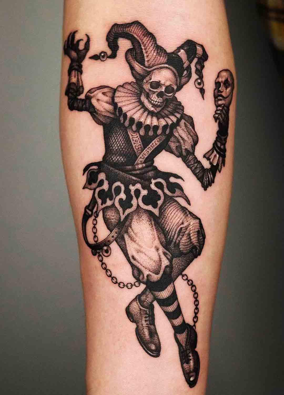 tatuagem-de-caveira-vestida-de-palhaco