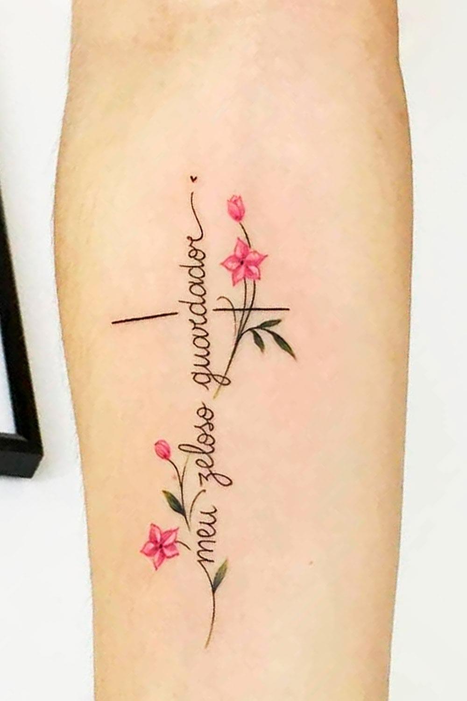 tatuagem-delicada-de-cruz-escrito-meu-zeloso-guardador