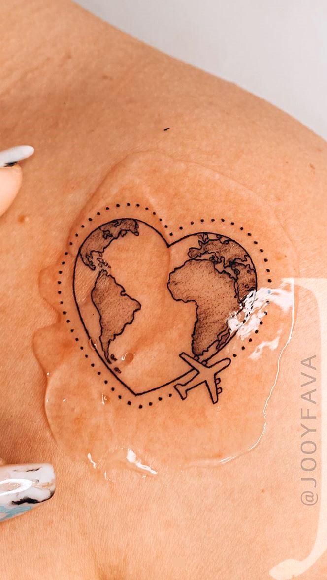 tatuagem-delicada-de-viagem-no-ombro