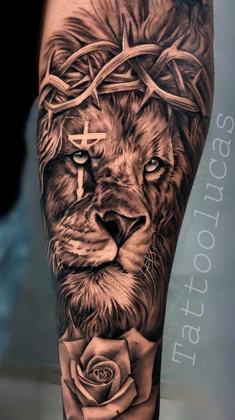 tatuagem-de-leao-com-uma-cruz-no-olho