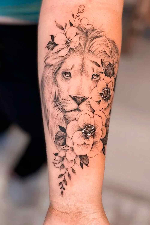 tatuagem-de-leao-delicada-com-flores