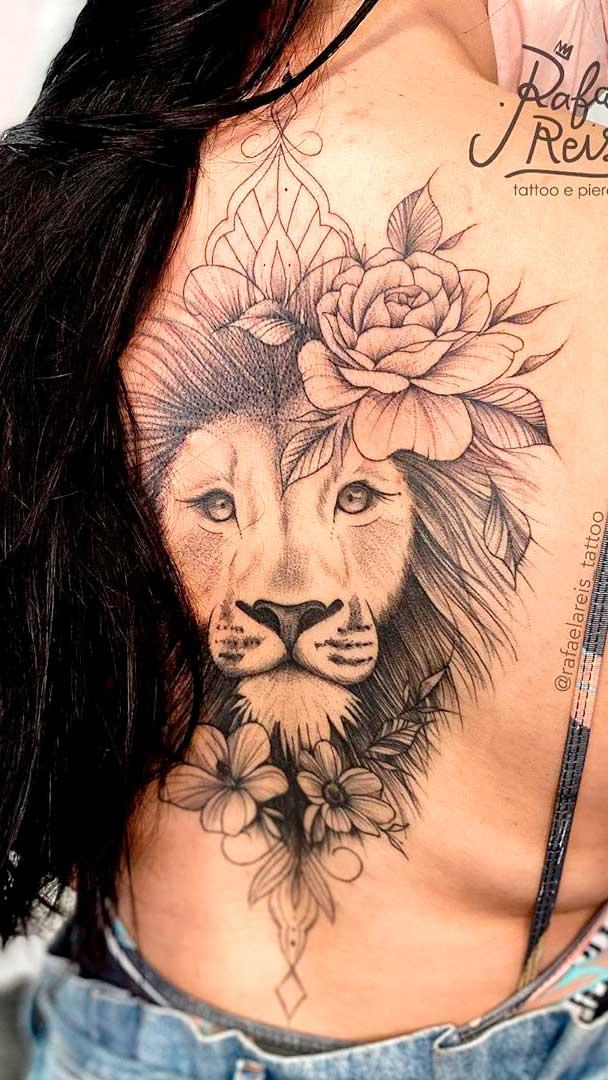 tatuagem-de-leao-feminina-nas-costas