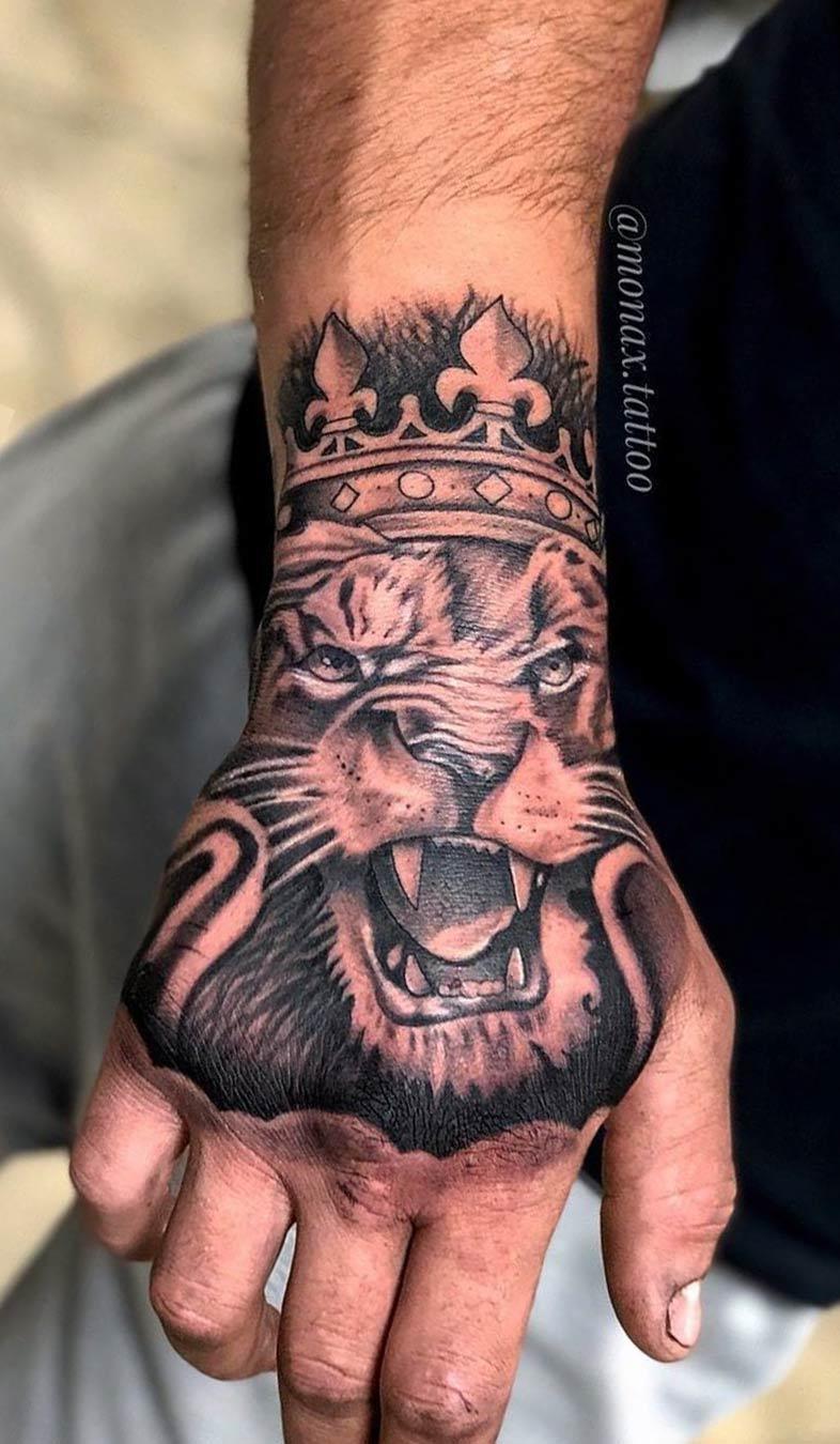 tatuagem-de-leao-na-mao