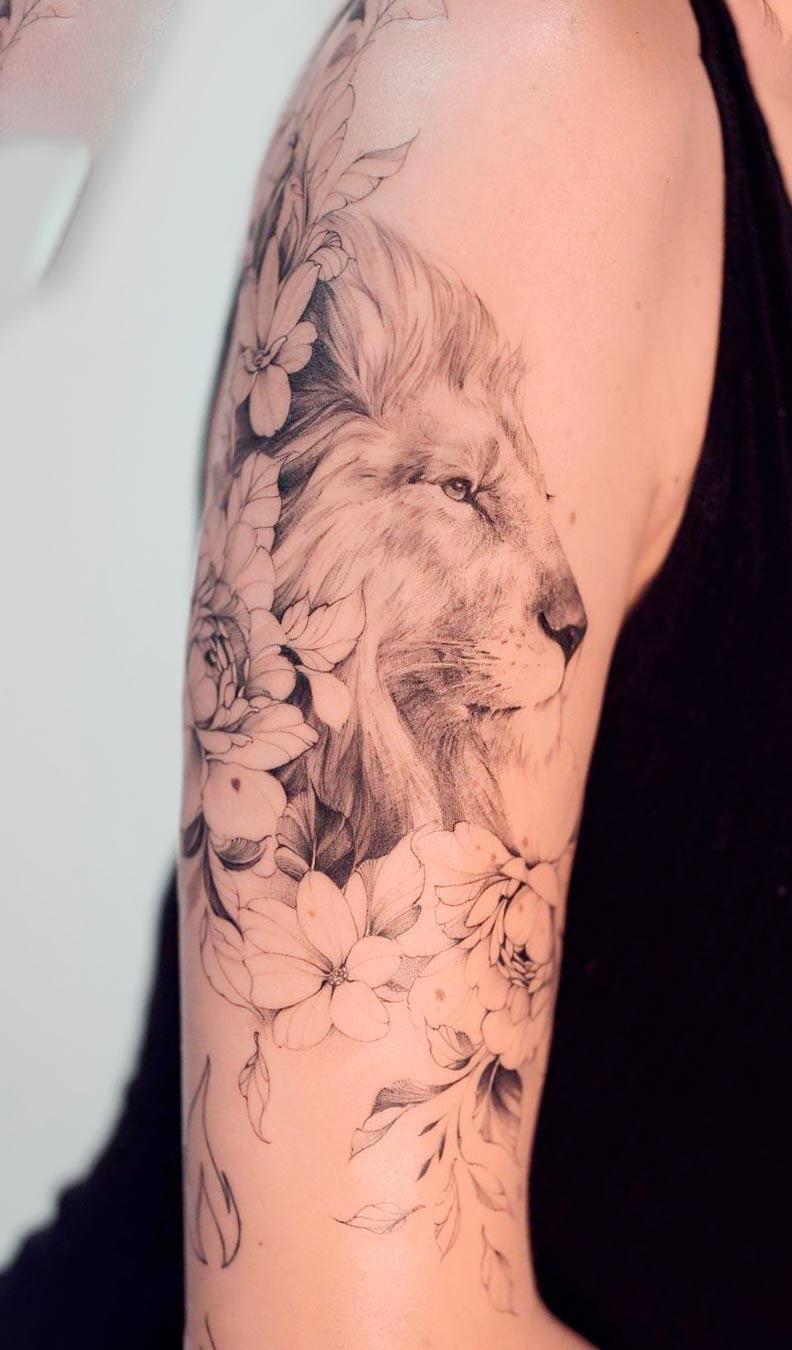tatuagem-de-leao-na-parte-superior-do-braco-feminino